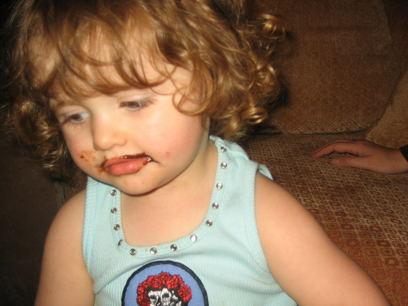 Poppy likes chocolate cake.