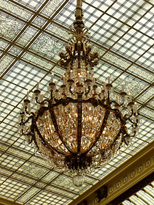 Beautiful chandalier at the Palace