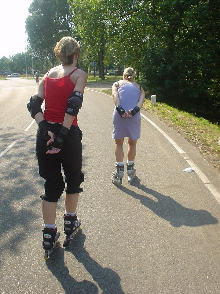 We decided to try and do *something*... Ninette took us for a short 10k skate trip