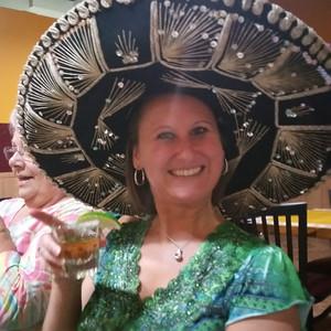 20160727 Yvette turns 29