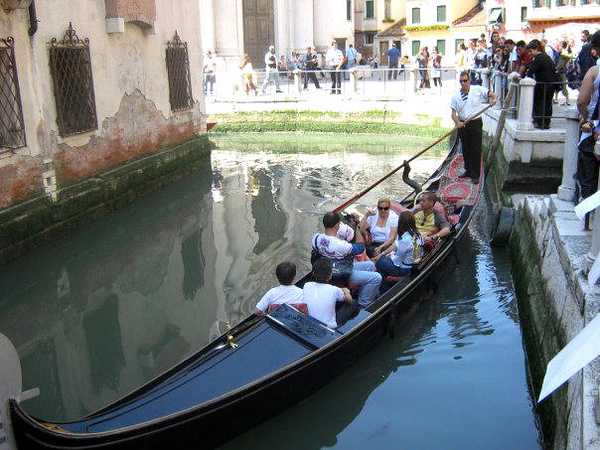 VENICE - TRADITIONAL GONDOLA