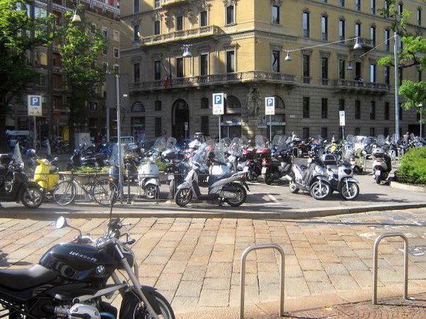 MILANO - SCOOTERS AND MOTORBIKES
