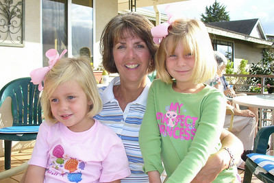 Todd's sister and nieces