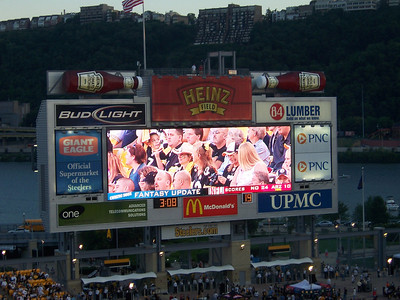 Check out the scoreboard.  When they score, the ketchub bottles light up and make like they're pouring.  How cute.