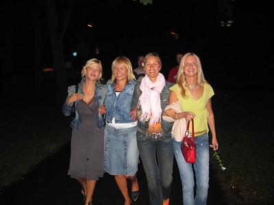 4 naist riias