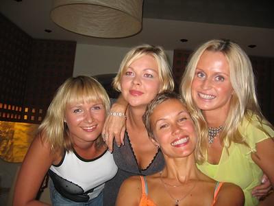 4 naist Riias restos