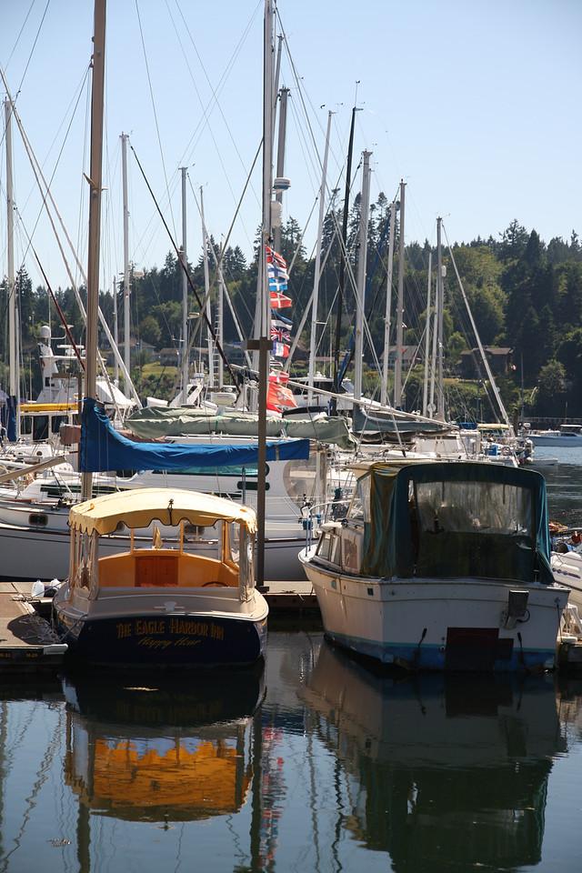 Bainbridge Island boats.
