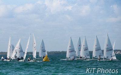 The first lap of the men's Laser racing