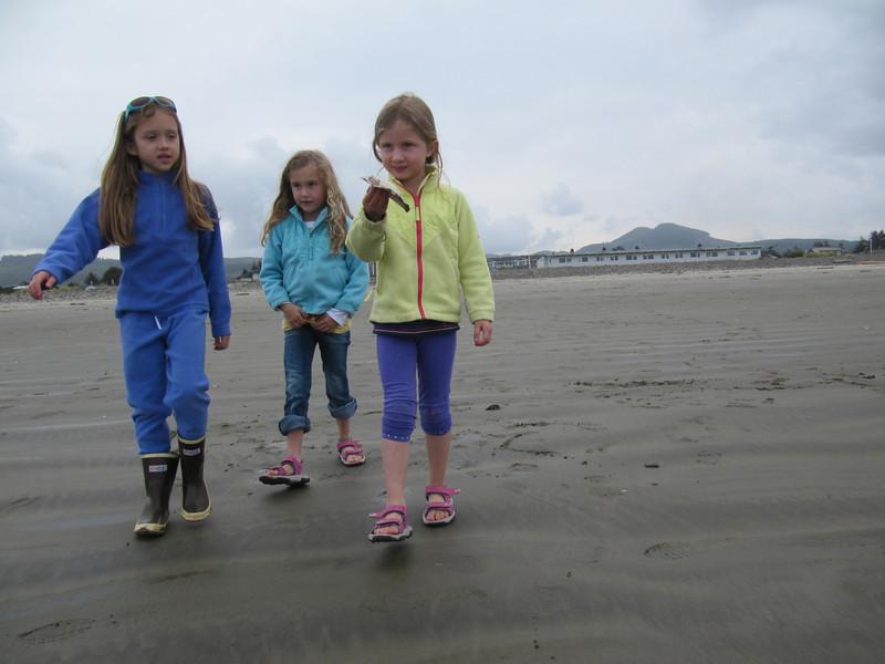 Violet, Norah & Lena at the beach.