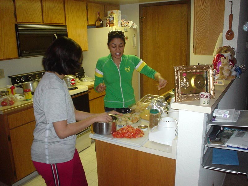 Shilpa & Shivani prepare pani pooris
