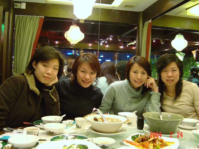 (From left to right): Yvonne, Fiona, Tsit, Virginia @ Chiu Lau Restaurant in TST <br /> *Farewell dinner with Fiona*