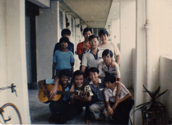 My 13-year-old birthday. Front row (fm left) - Shan, Chris, Siak Joo, Peng Foo. Second row (fm left) - Siva, Pen Ling, Hee Meng. Third row (fm left) - ??, Chu Long, Mo Yang.