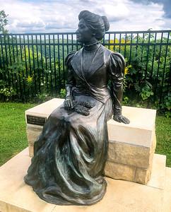 Ellen Pennell Hixon statue atop Grandads Bluff