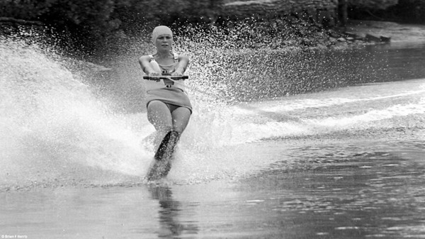 fun val demo slalom skilled brisbane river bw 1966 single ski