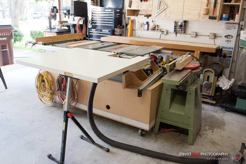 Flip-up folding outfeed table for my Ryobi BT3000 tablesaw made from an recycled hollow core door