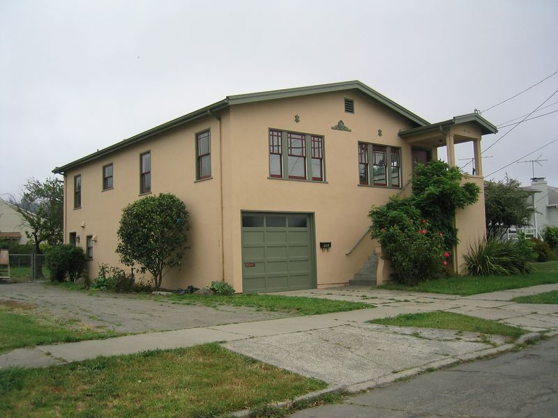 Xiaowei Chew's house on Bheren St  in El Cerrito, one last pic, 5 29 2003