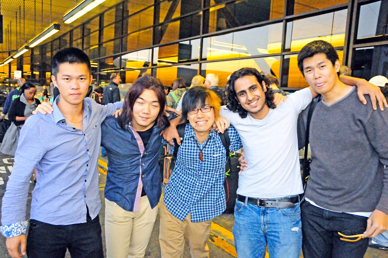 It was amazing that four of Fumito's friends came to the airport to see him off --- before 6 am on a Sunday.  It's testament to the great guy and friend he is.