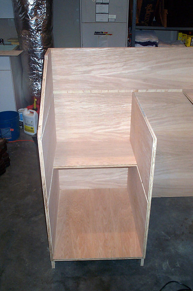 Left cabinet with shelf