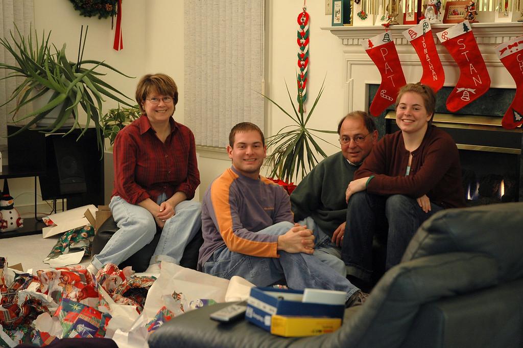 12/21/2004 - Christmas - Pat Deutsch, Jon Deutsch, Stan Deutsch, Cheryl Deutsch.