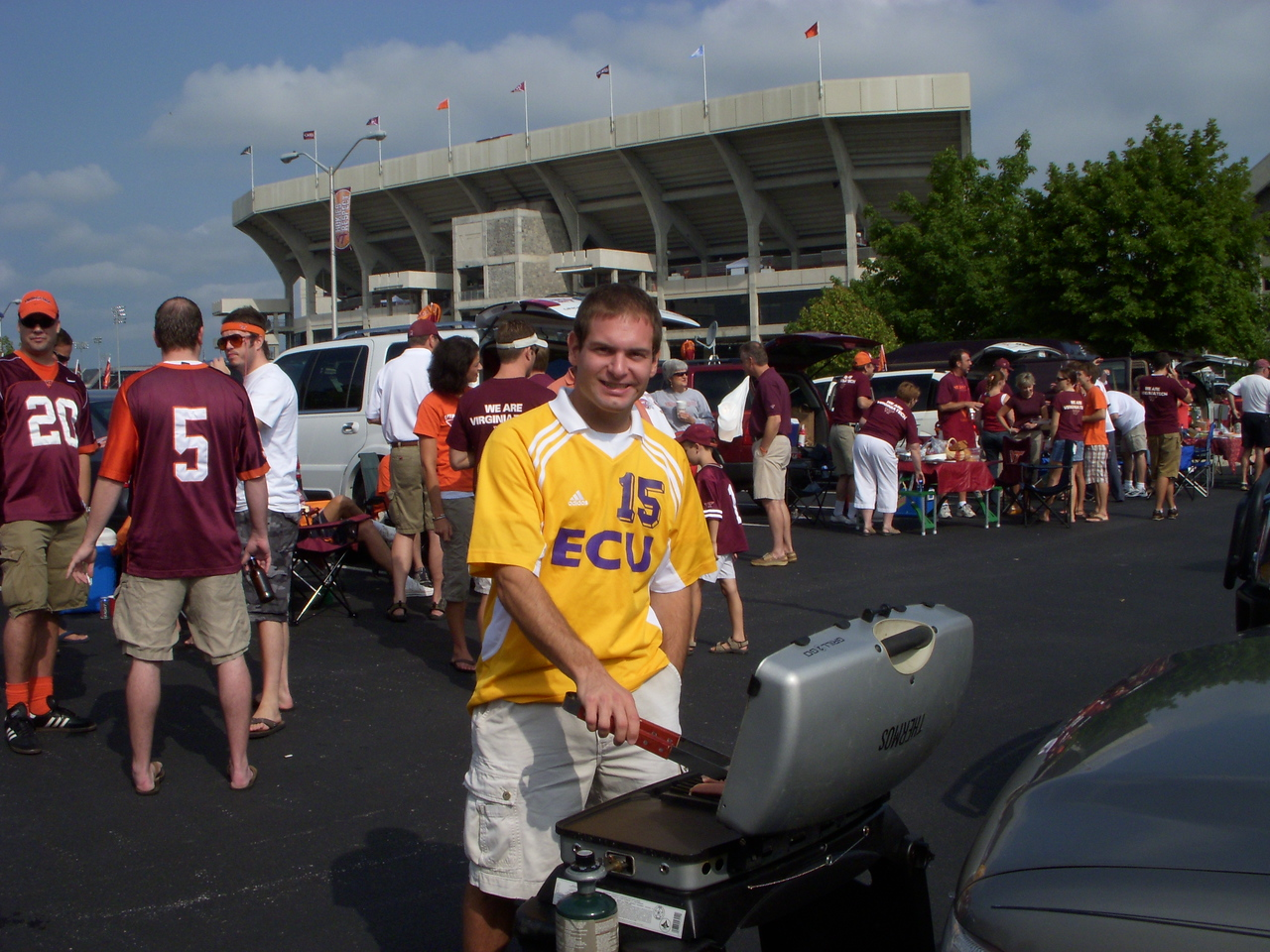 9/1/2007 - ECU @ Virginia Tech - Jon Deutsch grilling out by the stadium