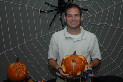 10/26/2007 - Jon Deutsch and his prize winning punkin carving.