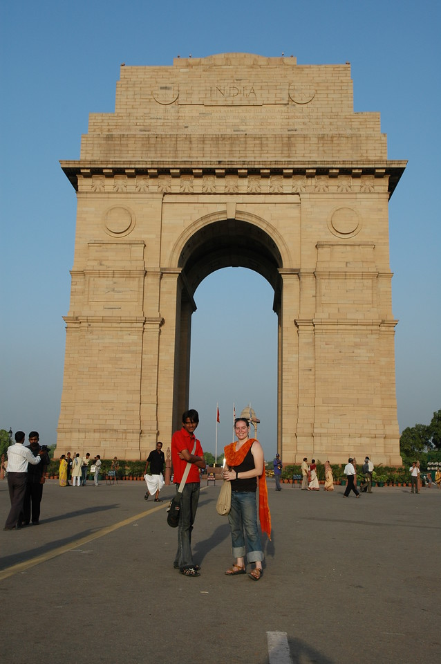 Delhi: Amar & Cheryl Deutsch at the India Gate.