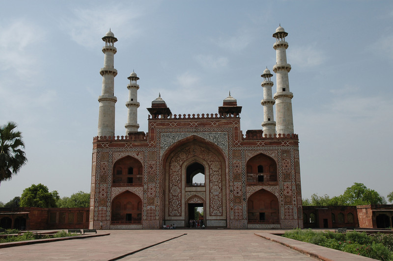 Agra: Gate at the Tomb of Akbar.