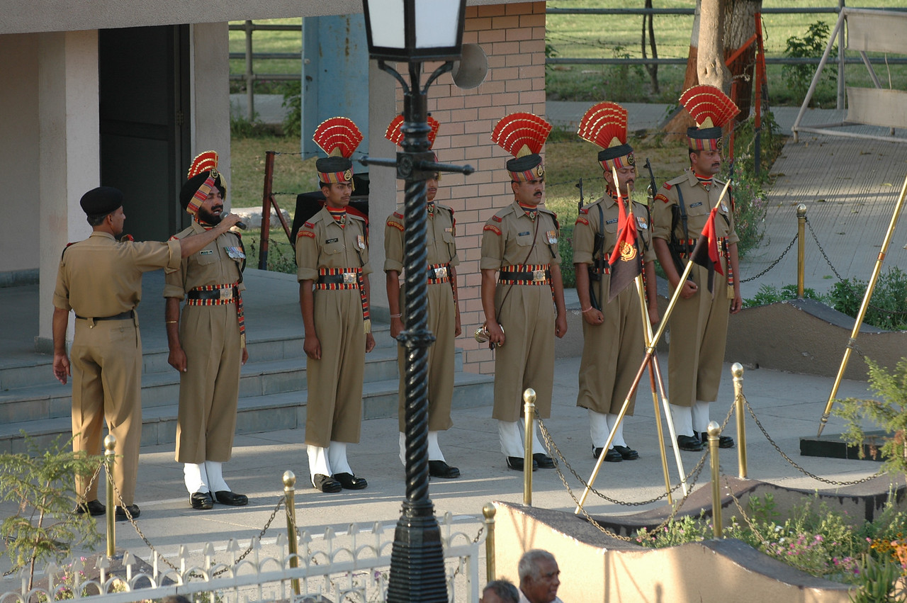 Waga: India/Pakistan border closing ceremony