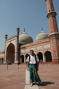 Delhi: Jon wearing borrowed clothes to cover his shorts at the Jama Masjid Mosque.