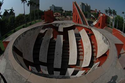 Delhi: Solar measuring device at Junter Munter.