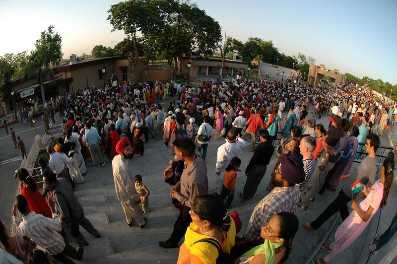 Waga: India/Pakistan border closing ceremony