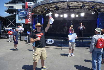 4/26/2013 Ken winning a SPEED shirt at the Fox stage.