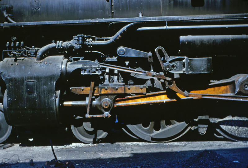 SLSF 34 - Aug 29 1954 - valve gear of 4-8-4 No 4517 at Lindenwood MO