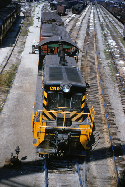 SLSF 25 - Aug 29 1954 - EMD switcher 952 at Flyer Yards MO
