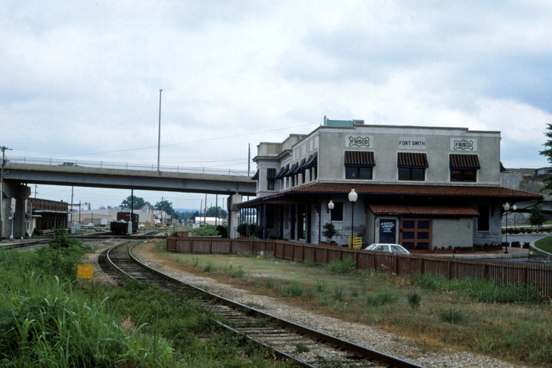 SLSF 142 - May 23 1987 - Depot @ Ft Smith ARK