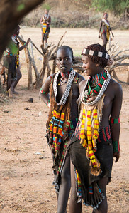 The 50,000 strong Hamer tribe (8 photos) particularly known for their decorative adornments...