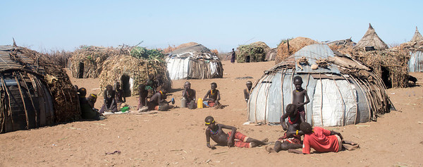 The Dessench tribe (2 photos)