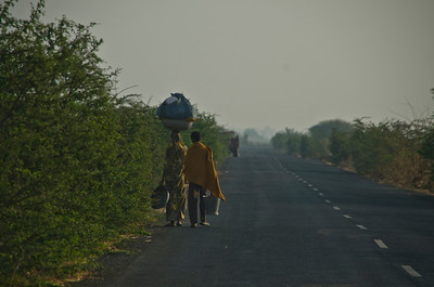 Typical road scenes, here on our way to visit a nomadic tribe that the Maharajah had said had taken his scouts two days to find (3)