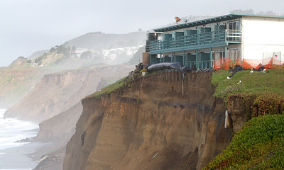 APARTMENT BUILDINGS ON THE CLIFFS IN PACIFICA