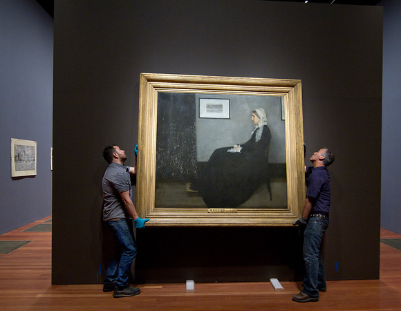 HANGING OF WHISTLERS MOTHER PAINTING AT DE YOUNG MUSEUM