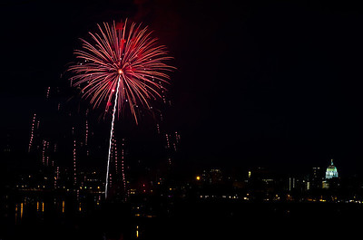 2011-0703_event-hbg-fireworks--1481852911-O