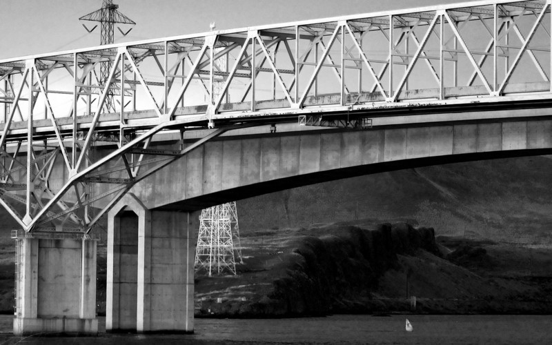 Old and New - Washington-Oregon bridges across the Columbia River at Umatilla