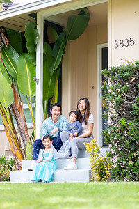 hwang-family-frontsteps-0076