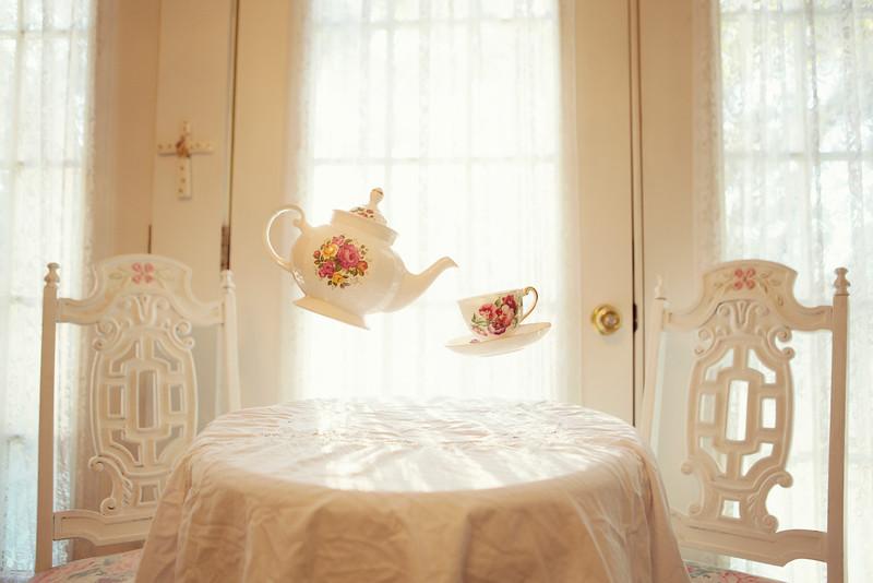 Floating_Teapots