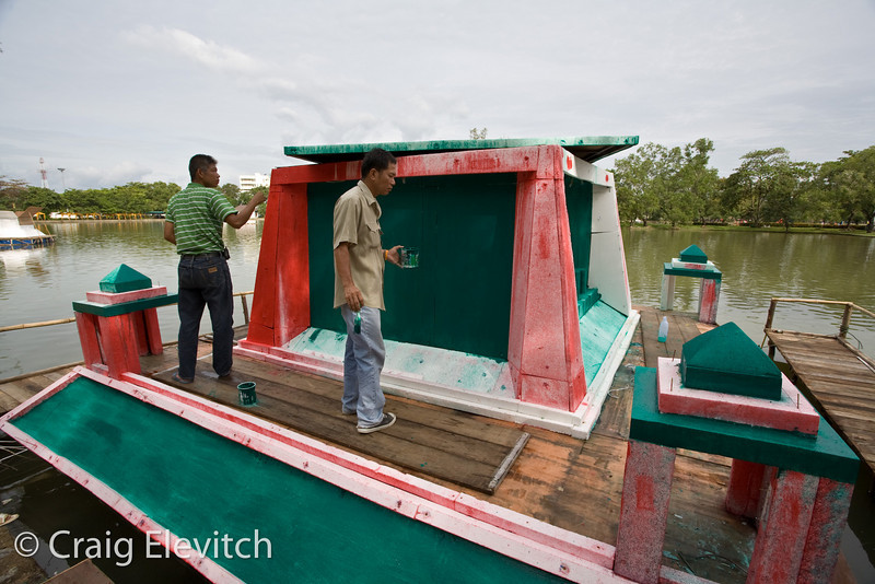 Floats on the Chanthaburi lake are a main attraction. Here, a float is being constructed.