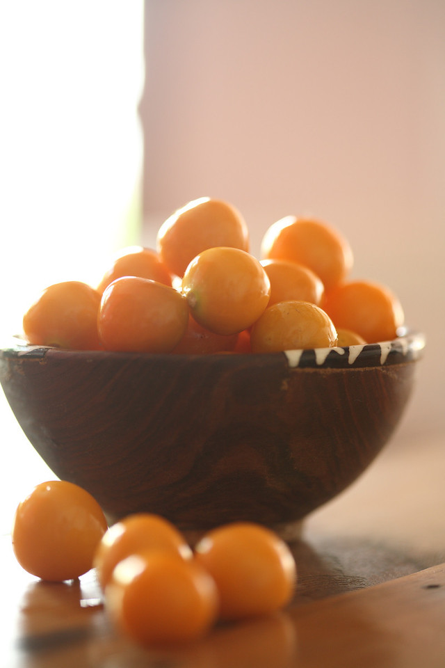 Wooden bowl with Cape gooseberries