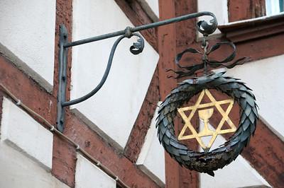 """Inn sign of restaurant """"Zum Tannenbaum"""", Helmstr., Fürth. This is a side entrance."""