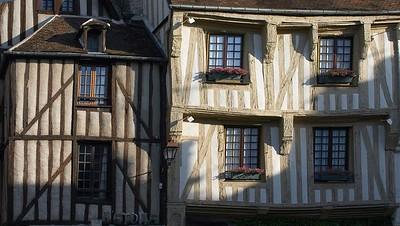 Nevers-sur-Serein windows