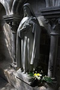 Vezelay statue