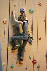 Shanda climbing leg up